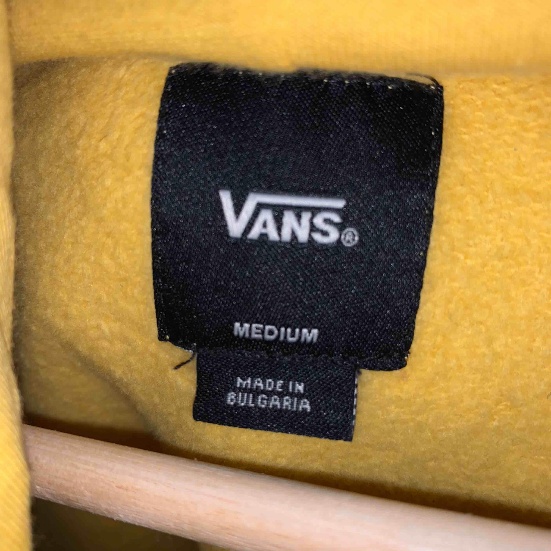 Vans hoodie från Carlings originalpris låg runt 600kr. Super skick! . Huvtröjor & Träningströjor.