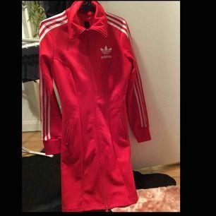 Sweatshirt klänning från adidas, tror det är någon slags limited edition, nyskick