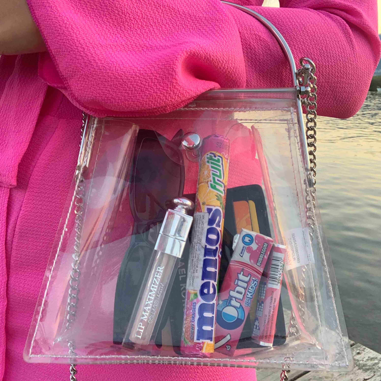 Unik genomskinlig väska köpt på topshop. Accessoarer.