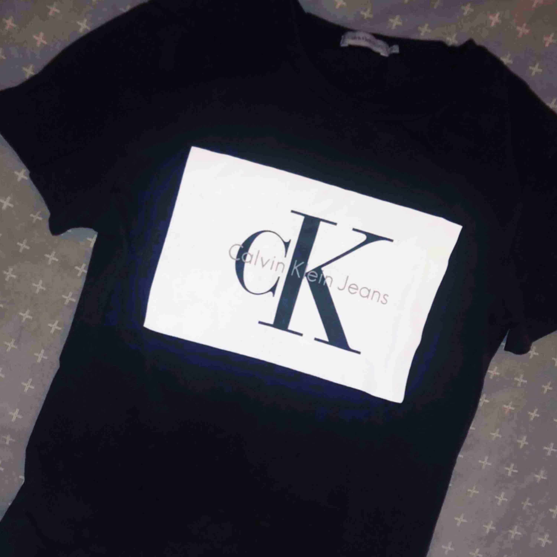 Calvin Klein t-shirt. T-shirts.