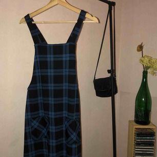 Blå klänning från Bik Bok, helt perfekt. 💙🥰 Kunden står för frakten.