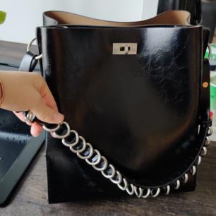 Väska från Zara, sparsamt använd!