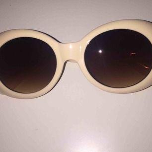 Aldrig använda Barbie liknande solglasögon frakt tillkommer