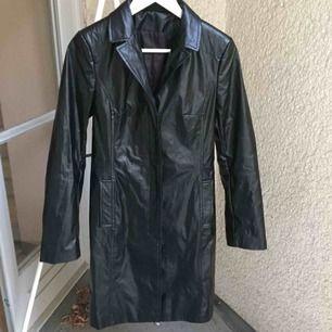 Snyggaste Vintage jackan från märket Impuls från 90-talet. Riktig pärla! Liten i storleken skulle säga att den även passar S. Om den inte är markerad som såld så är den kvar ✨ 299 kr eller högsta bud!