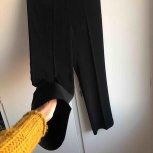 Svarta kostymbyxor från Merrytime. Storlek 38.