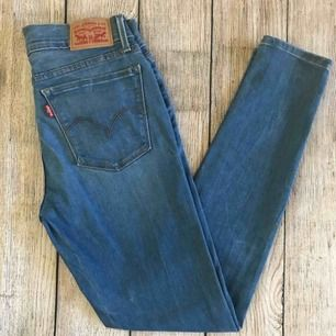 Säljer mina lågmidjade Levis 710 Super Skinny Stretch Jeans, storleken 24. Motsvarar storlek xs
