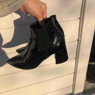 Blanka boots i jättefint skick! Köpta för 699:- 💛 50 kr frakt