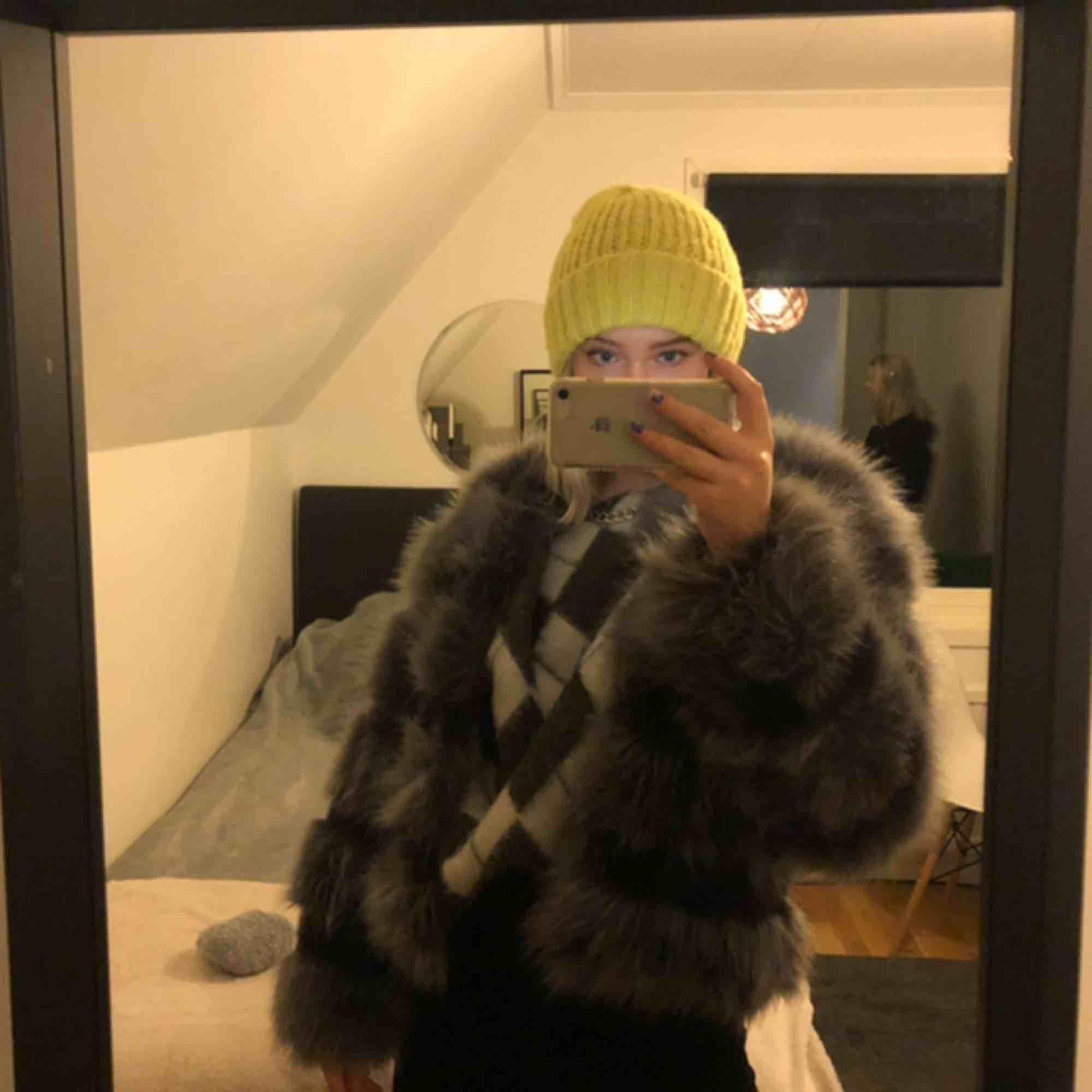 Jättesnygg jacka nu till vinter och höst💘💘säljs pågrund av att den inte kom till användning! . Jackor.