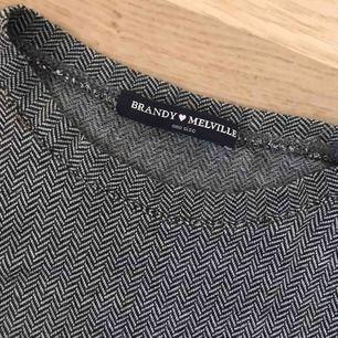 👽 Skönaste tröjan från brandy Melville har dock inte blivit använd så mycke så säljer nu den vidare, står one size men skulle säga att den är som xs-s (frakt tillkommer) 👽