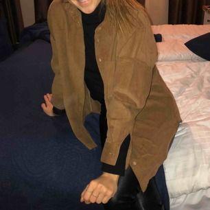 Brun Manchesterskjorta från Zara. Frakt tillkommer på 50kr! 😃