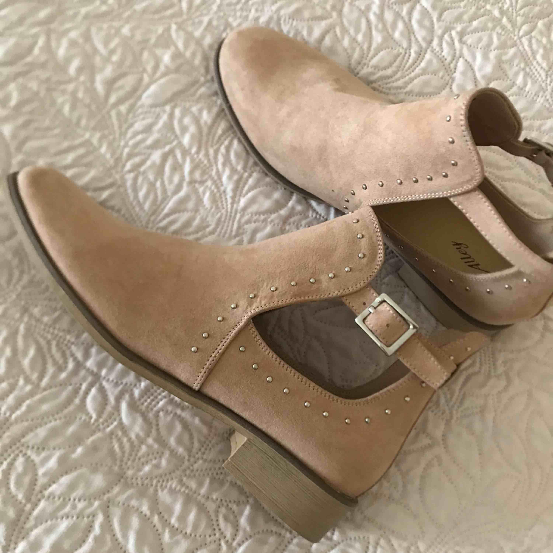 Helt nya skor från zara . Skor.