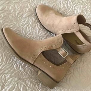 Helt nya skor från zara