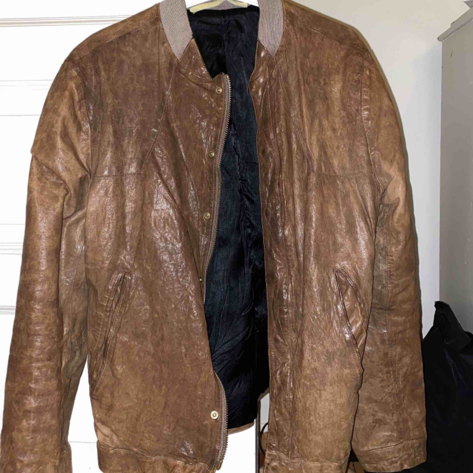 En Whyred jacka köpt från ett showroom . Jackor.