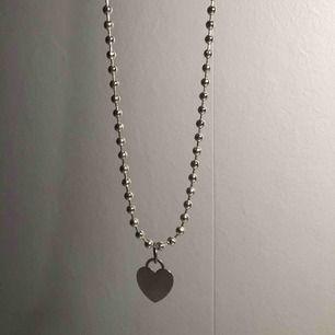 Halsband som jag gjort själv, berlocken är lite sliten men det syns inte alls tydligt!