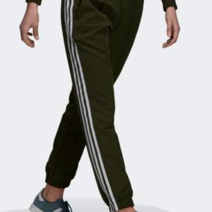 Adidas träningsbyxor, aldrig använda pga fel storlek.