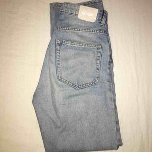 Så snygga jeans från weekday. Voyage i spring blue waist 25 och längd 30. Helt slutsålda! D två sista är inte mina bilder. Skriv för mer bilder eller om du har frågor:) frakt tillkommer