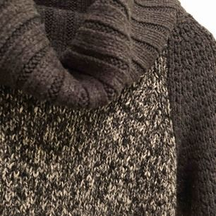 🧶Varm & stickad polotröja 🧶 Storlek Xs Fin skick, knappt använd  55 kr  📮Kan skickas mot fraktkostnad 🚫Djurfritt och rökfritt hem