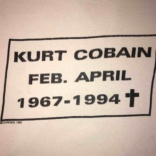 KURT COBAIN T-Shirt som jag har haft i 5 år ungefär.  Frakt 30kr 💖💘💗 Tröjan är 55cm lång.