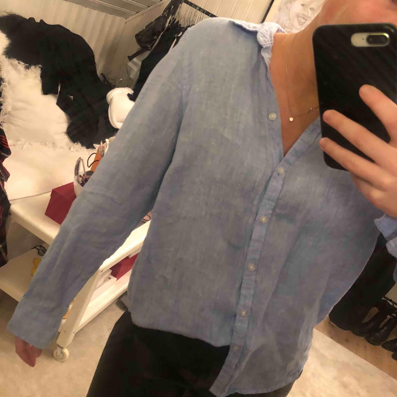 Linne skjorta . Skjortor.