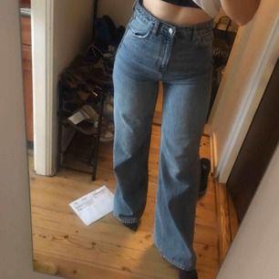 weekday ACE Jeans i ljusblå, ny-skick