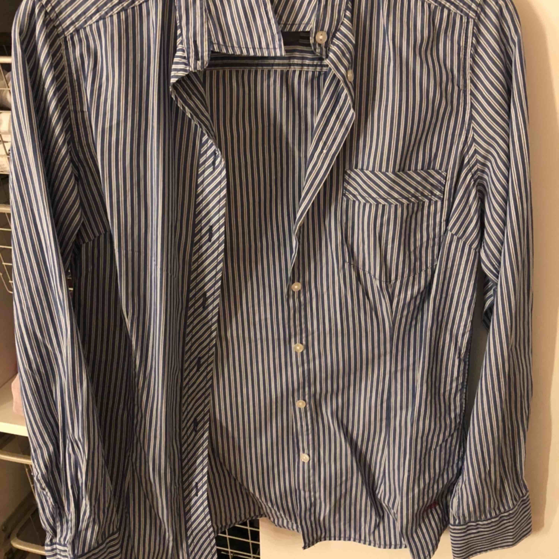 Boomerang skjorta. Frakt 42kr . Skjortor.