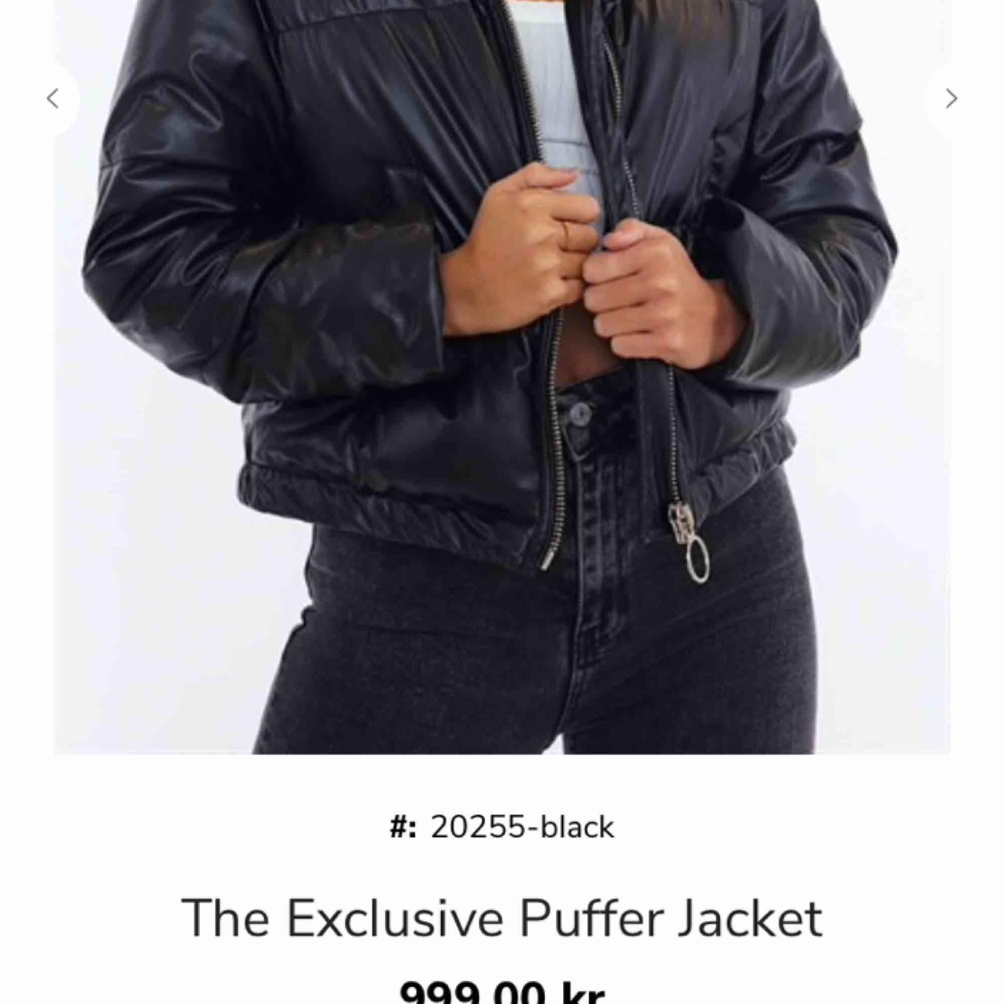 Säljer denna super snygga puffer jackan från Chiquelle. ALDRIG ANVÄND. Lappen sitter kvar. Storlek 36. Inköpt för 1000kr . Jackor.