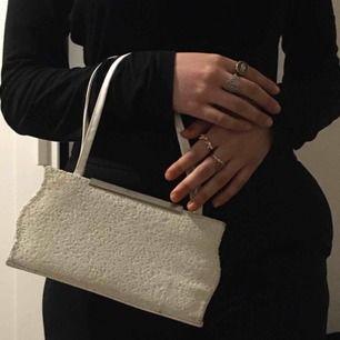 Super fin liten väska som skiner med sequins! Passar perfekt till ball eller 90s fest! Frakt: 50kr