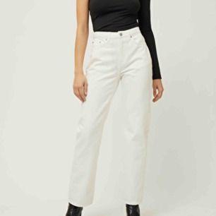 Voyager jeans från weekday, W 27 L 32, jag är 173 och har i vanliga fall S/M och dessa är lite för tajta. 60kr + frakt eller mötas upp i Karlstad