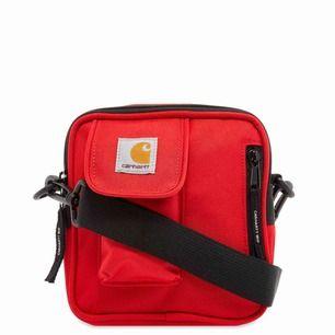 Helt ny carhartt väska, säljer pågrund av att jag helt enkelt inte använder den. Köpt för 500kr