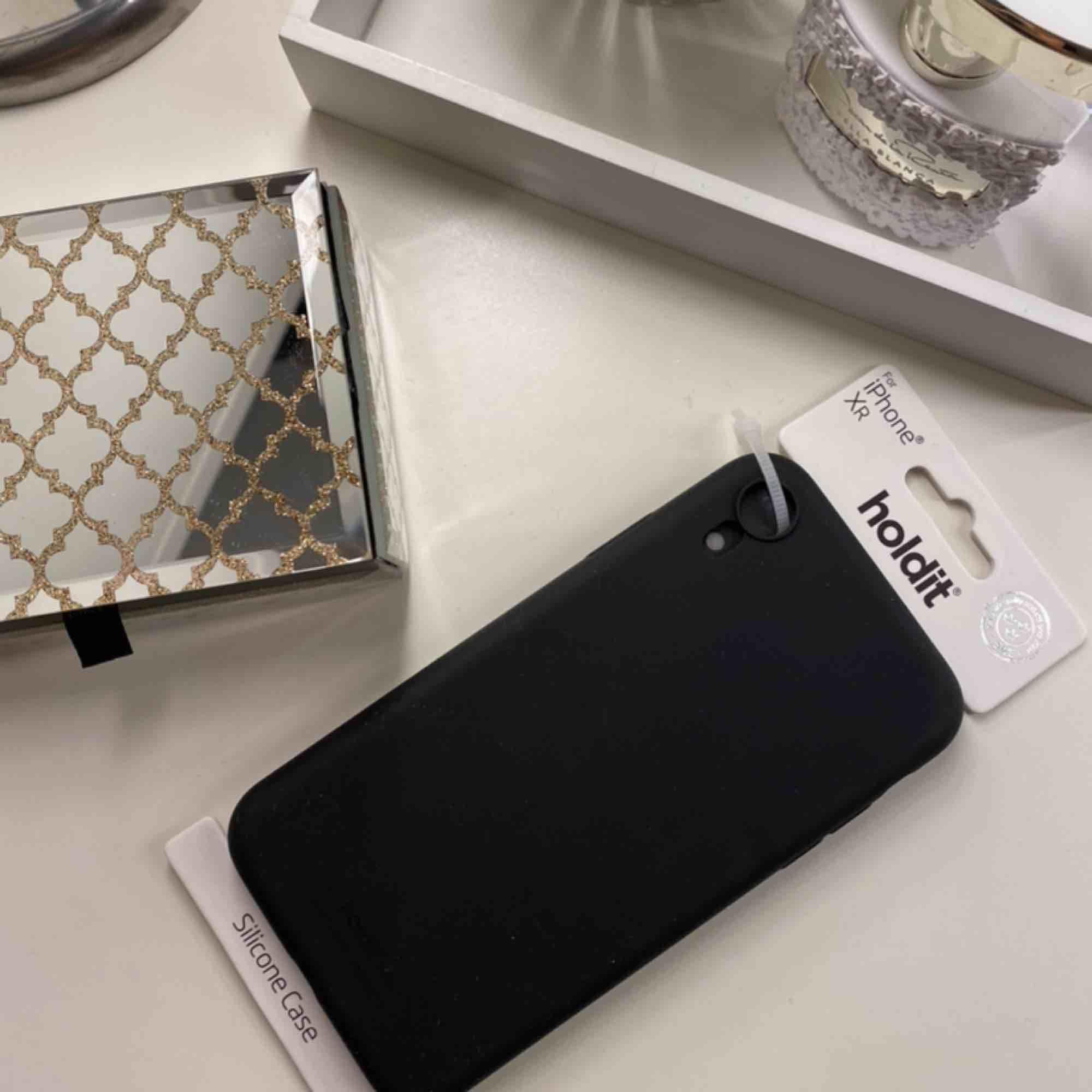Helt oanvänt skal till iPhone XR!  Utsatt pris är 40 kr men kan sänkas. Betalning sker via swish. . Accessoarer.