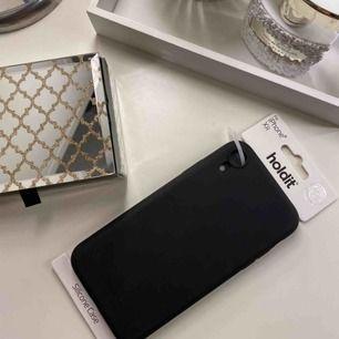 Helt oanvänt skal till iPhone XR!  Utsatt pris är 50 kr men kan diskuteras vid snabb och smidig affär.  Betalning sker via swish.