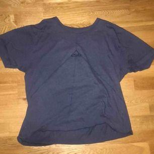 En oldschool Fila t-shirt som jag knappt haft användning av :(    Frakt: 38kr   150kr ink frakt