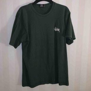 Gammal stussy t-shirt som nt kmr t användning
