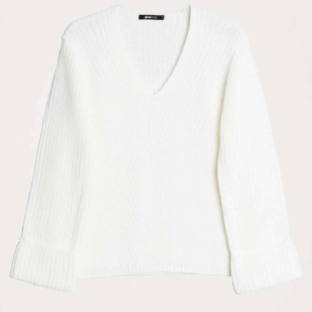 Säljer en vit tröja från ginatricot, i storlek xs. Tröjan är i bra skick då den är knappast använd :)  Köparen står för frakt. Övrigt.