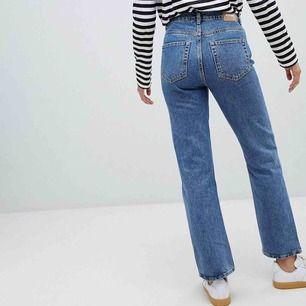 Voyage jeans i perfekt skick från Weekday. Strl 29 i waist , passar S-M