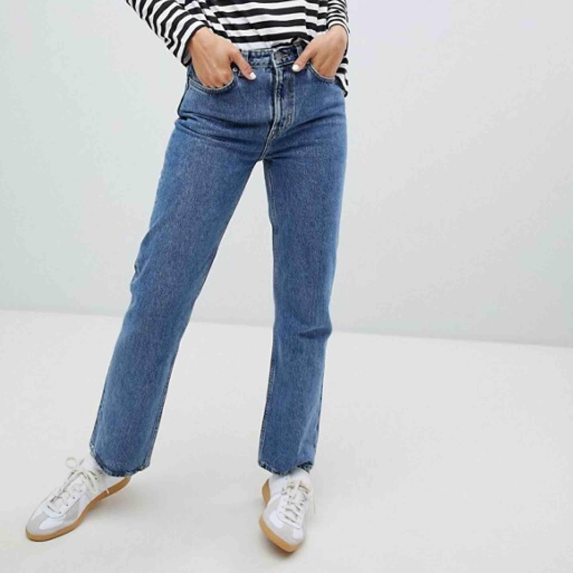 Voyage jeans i perfekt skick från Weekday. Strl 29 i waist , passar S-M. Jeans & Byxor.