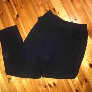 Superfina svarta kostymliknande byxor! Fint skick!