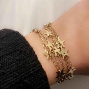 Guldigt armband med stjärnor