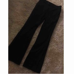 Svarta bootcut kostymbyxor, köpta för ca 800kr på  asos för något år sedan, har blivit för små för mig