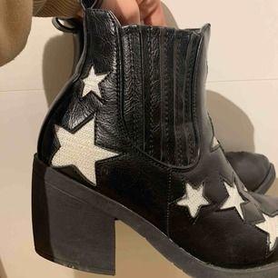Boots med stjärnor, nypris ca 700-800kr
