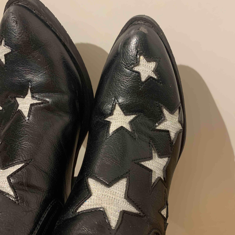 Boots med stjärnor, nypris ca 700-800kr. Skor.
