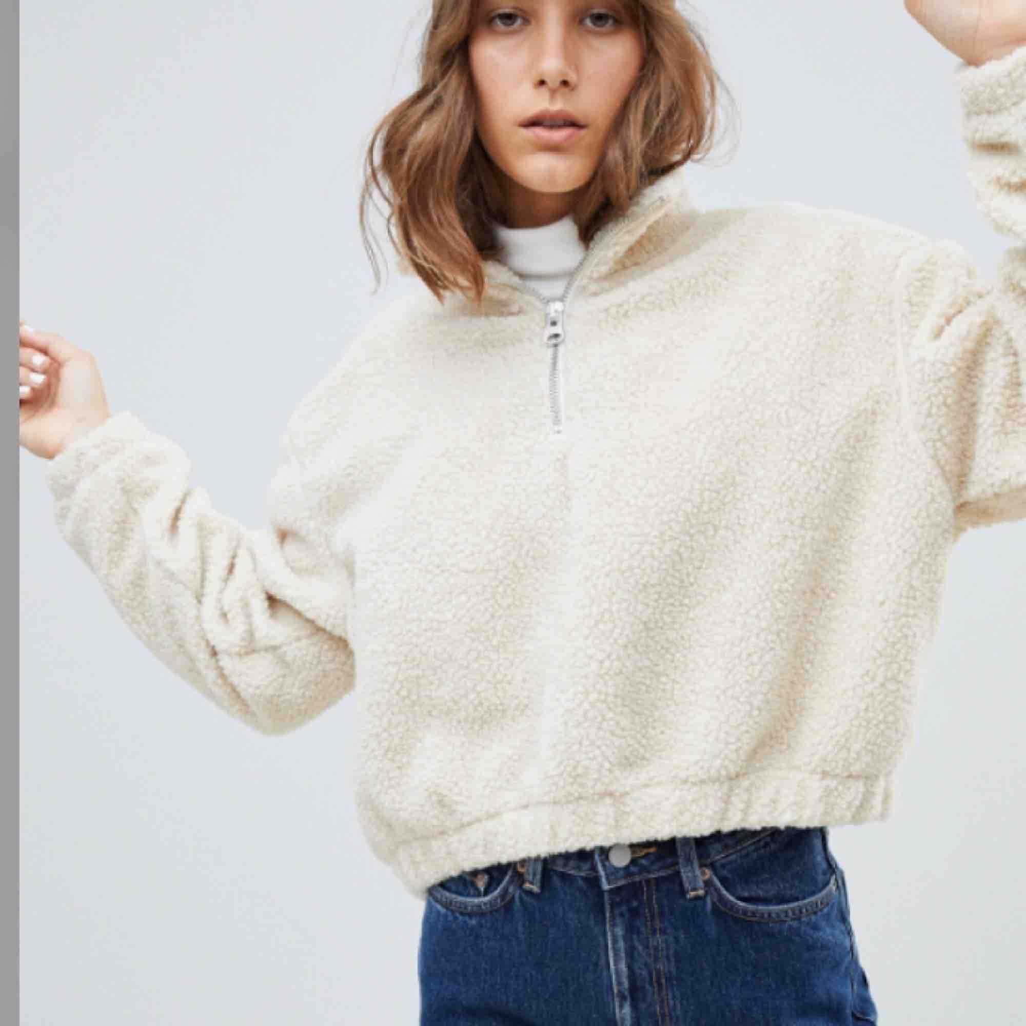 Oversized fleece från weekday, går att pruta vid snabbt köp!!🤪. Huvtröjor & Träningströjor.