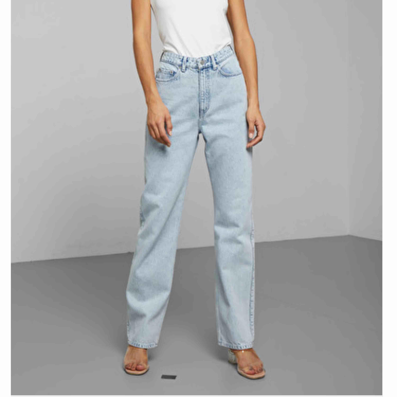 Weekday Jeans  Modell Rowe Använda endast 1 gång och är i nyskick. . Jeans & Byxor.