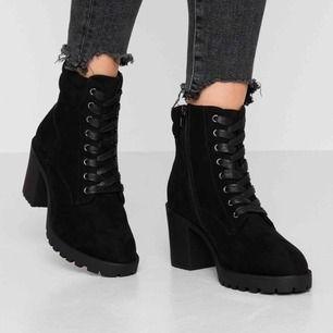 Jag säljer mina Anna Field nya stövletter pga att de är för stora. Jag använder 38.5 och skorna är 39. De är helt nya.