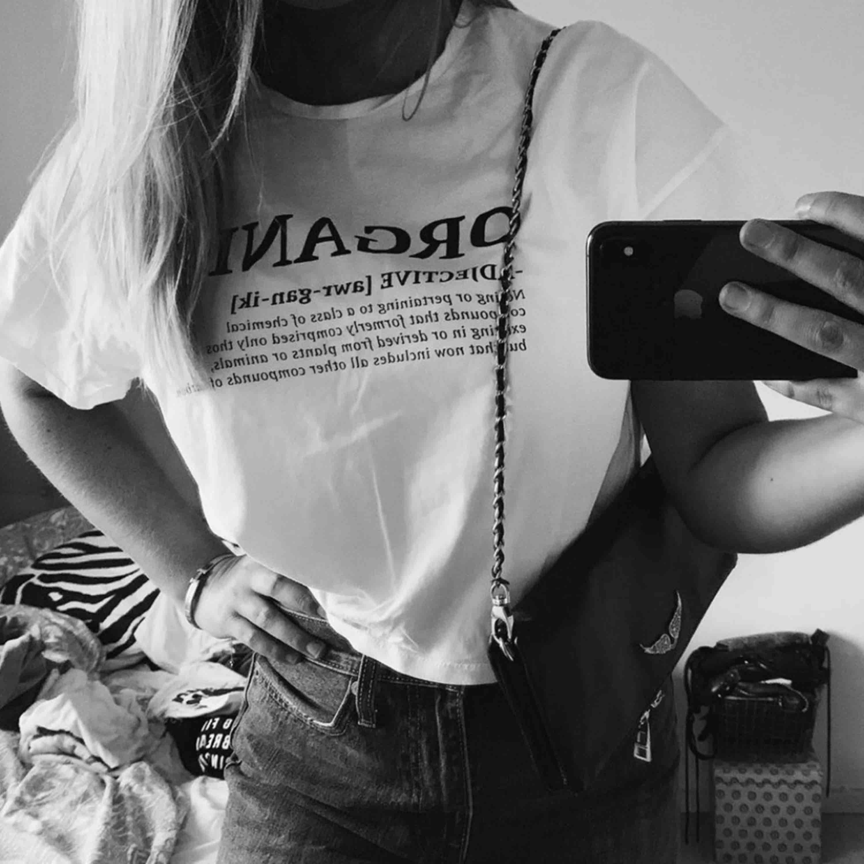 Skitsnygg t-shirt från Mango! Endast använd ett fåtal gånger🧚🏼♀️💕. T-shirts.