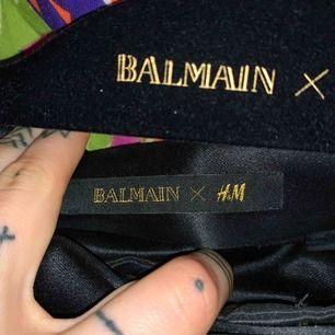 Använda 1 gång, Balmain x H&M. Originalpris gick för 800-900kr ish. Jätte bra skick, superkvalitet & hur sköna som helst.