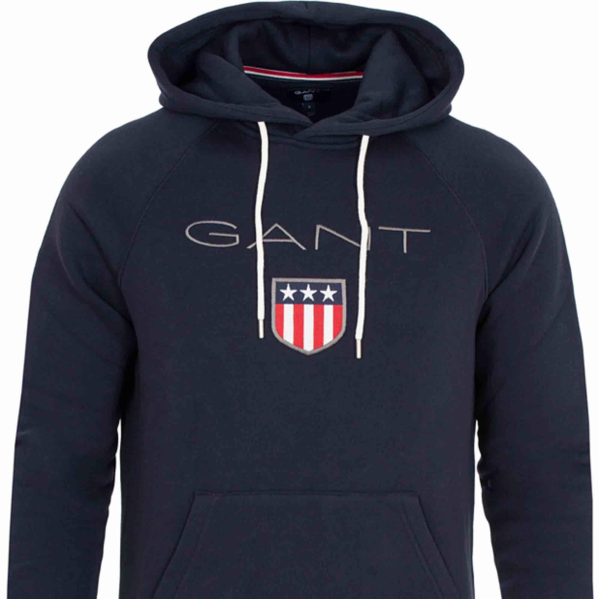 Äkta Gant-hoodie i färgen Evening Blue. Mycket bra skick. Köparen står för frakten.. Huvtröjor & Träningströjor.