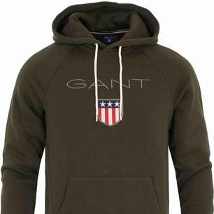 Äkta Gant-hoodie i färgen country green. Mycket bra skick. Köparen står för frakten.