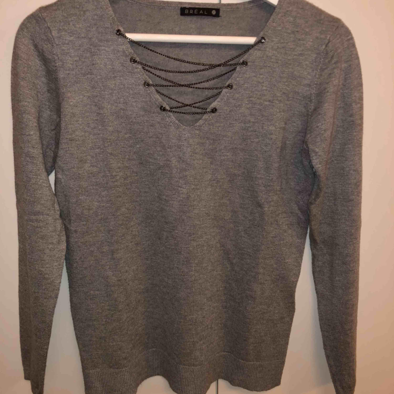 Fin tröja  Använd 1 gång, som ny Storlek S Mycket mjukt material. Tröjor & Koftor.