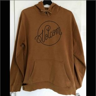 volcom hoodie strl L passar även M